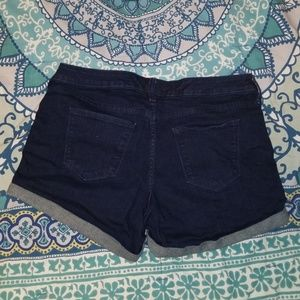 Universal Thread Shorts - Mid waisted denim shorts